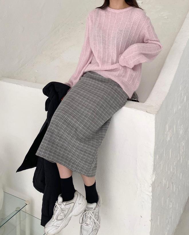 Trend áo len năm nay có 6 kiểu must-have, nàng nào cũng nên sắm để nâng điểm phong cách cho xịn sò-12