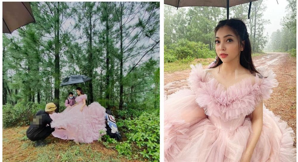 Lộ ảnh bạn gái cũ Quang Hải - Nhật Lê mặc váy cưới giữa rừng, lấp ló chàng trai bí ẩn đi xế sang, đeo đồng hồ xịn hộ tống bên cạnh?-1