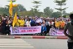 Người dân tập trung đông ở sân bay chào mừng Đỗ Thị Hà về quê sau hơn 1 tuần đăng quang Hoa hậu Việt Nam