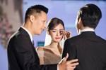 Loạt ảnh trong đám cưới kín tiếng của Tường San: Cô dâu khóc rưng rưng cũng xinh nức nở, chú rể chỉ nhìn thấy bóng lưng
