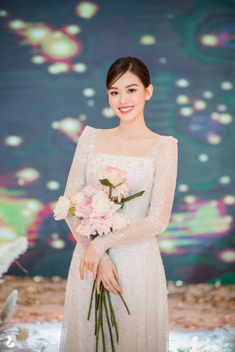 Loạt ảnh trong đám cưới kín tiếng của Tường San: Cô dâu khóc rưng rưng cũng xinh nức nở, chú rể chỉ nhìn thấy bóng lưng-4