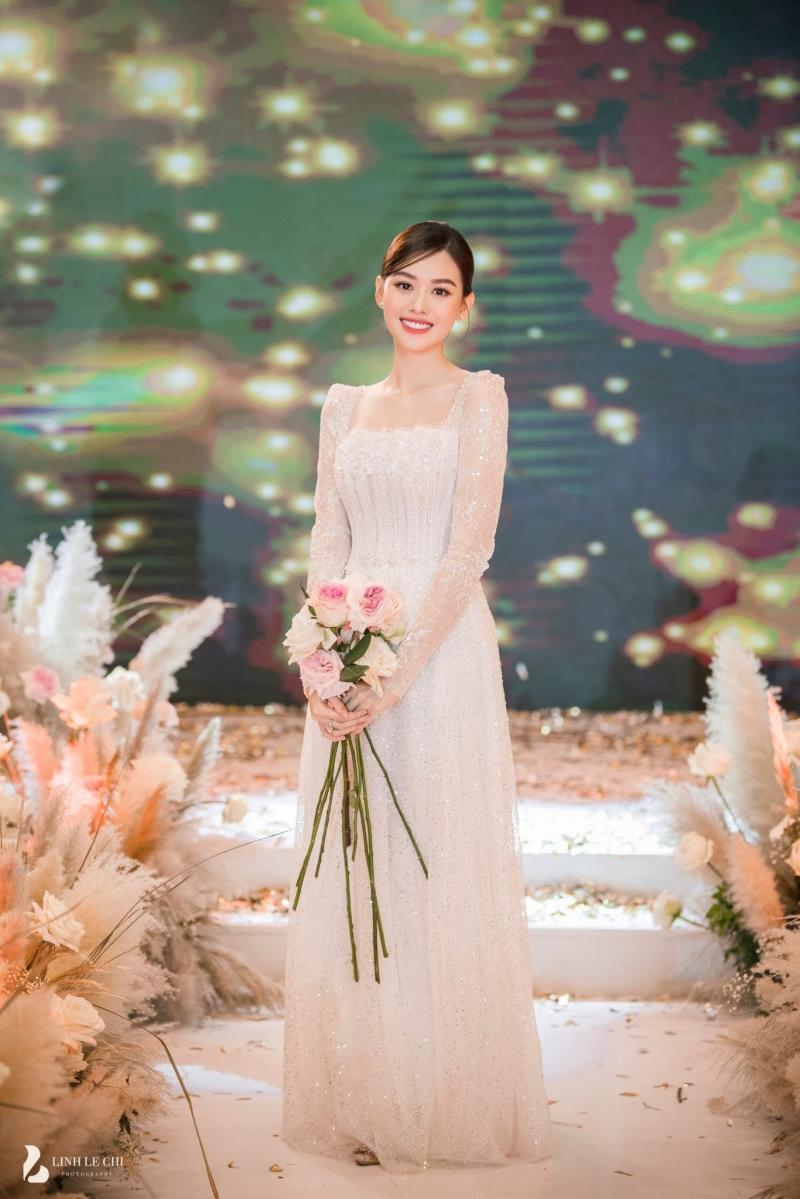Loạt ảnh trong đám cưới kín tiếng của Tường San: Cô dâu khóc rưng rưng cũng xinh nức nở, chú rể chỉ nhìn thấy bóng lưng-5