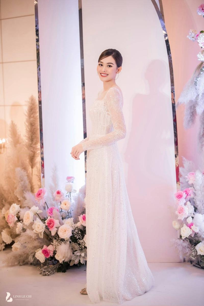 Loạt ảnh trong đám cưới kín tiếng của Tường San: Cô dâu khóc rưng rưng cũng xinh nức nở, chú rể chỉ nhìn thấy bóng lưng-6