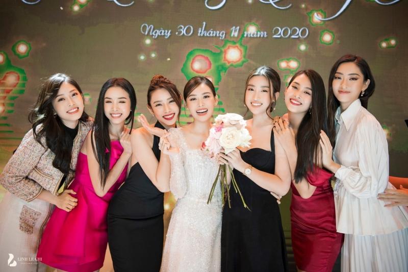 Loạt ảnh trong đám cưới kín tiếng của Tường San: Cô dâu khóc rưng rưng cũng xinh nức nở, chú rể chỉ nhìn thấy bóng lưng-10