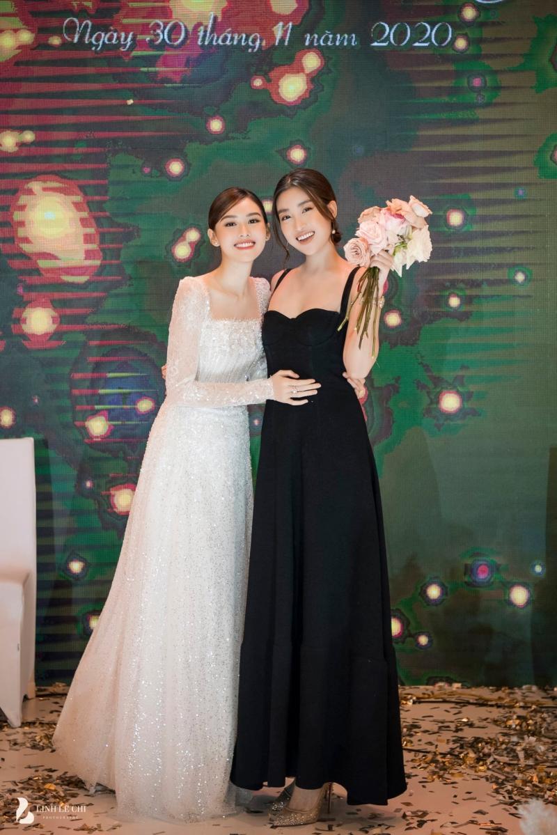 Loạt ảnh trong đám cưới kín tiếng của Tường San: Cô dâu khóc rưng rưng cũng xinh nức nở, chú rể chỉ nhìn thấy bóng lưng-11