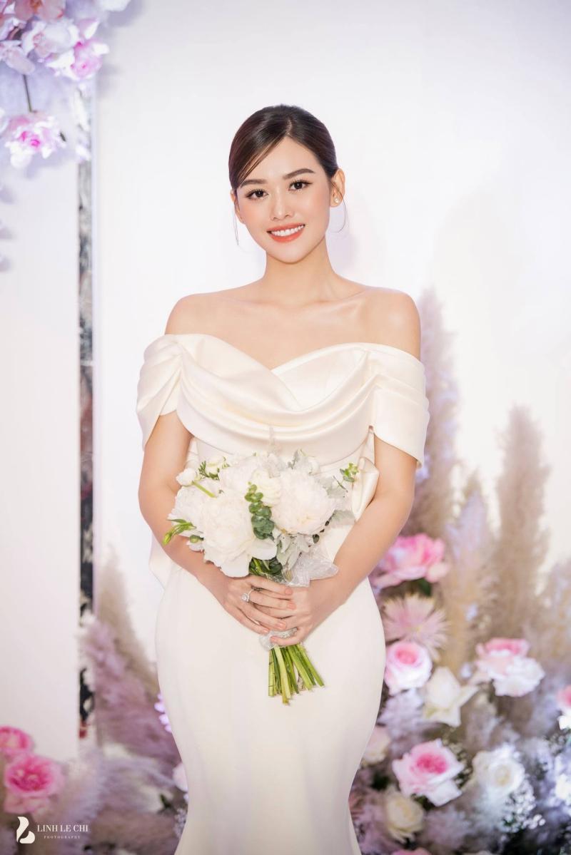 Loạt ảnh trong đám cưới kín tiếng của Tường San: Cô dâu khóc rưng rưng cũng xinh nức nở, chú rể chỉ nhìn thấy bóng lưng-12