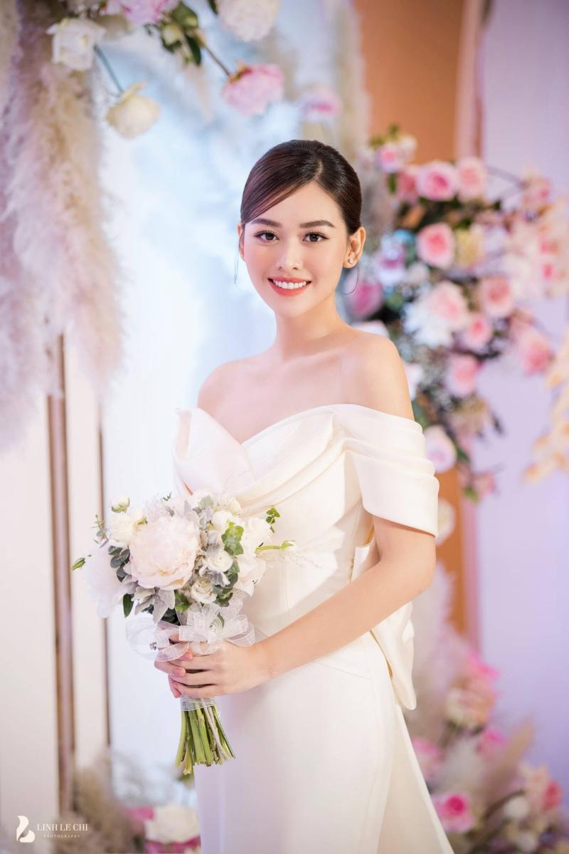 Loạt ảnh trong đám cưới kín tiếng của Tường San: Cô dâu khóc rưng rưng cũng xinh nức nở, chú rể chỉ nhìn thấy bóng lưng-14