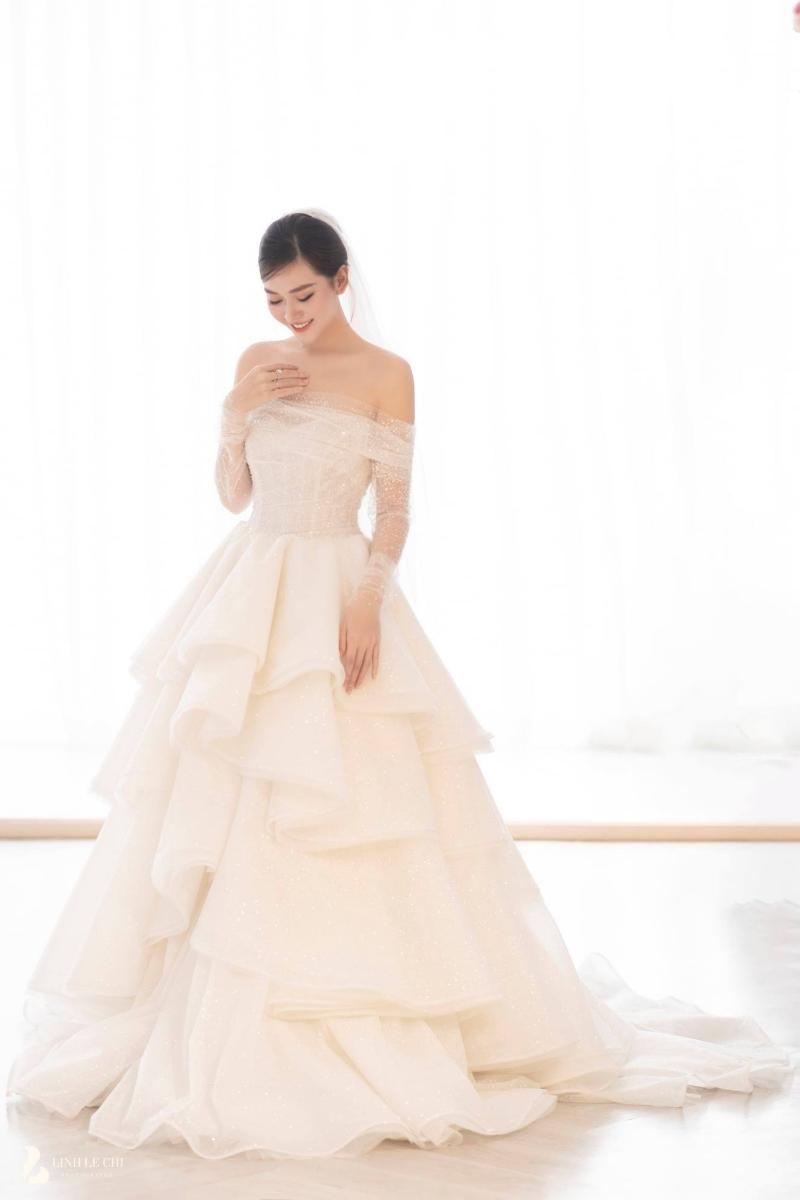 Loạt ảnh trong đám cưới kín tiếng của Tường San: Cô dâu khóc rưng rưng cũng xinh nức nở, chú rể chỉ nhìn thấy bóng lưng-15