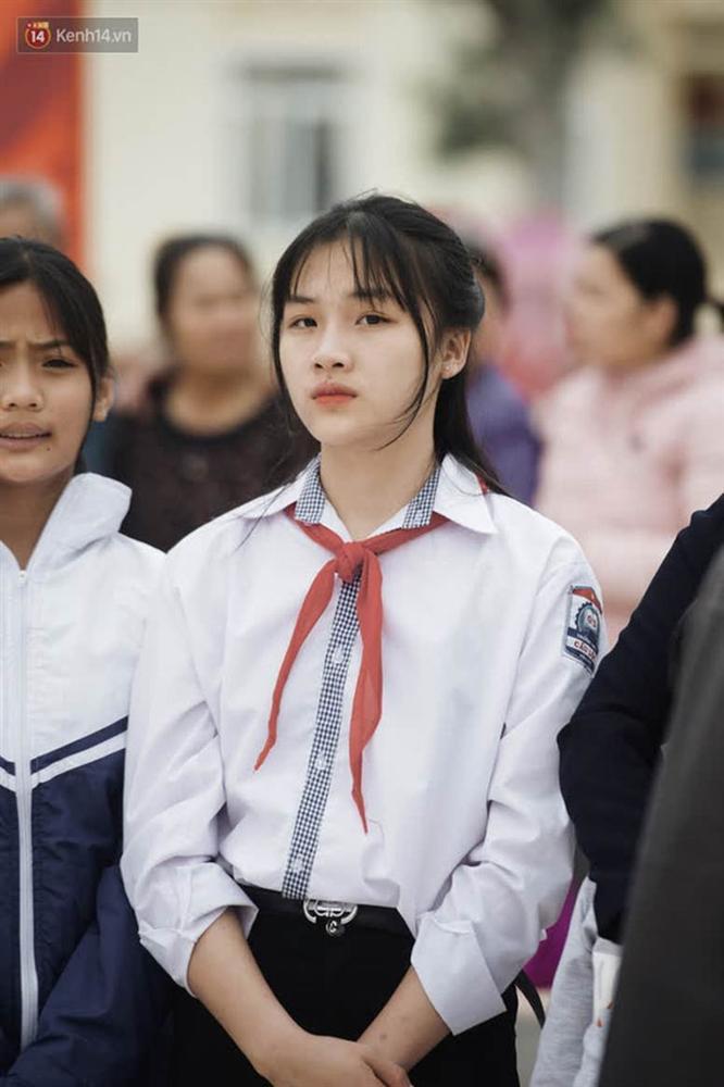 Nữ sinh cấp 2 chiếm spotlight trong ngày đón Hoa hậu Đỗ Thị Hà về quê, hạt giống nhan sắc tương lai quá!-1