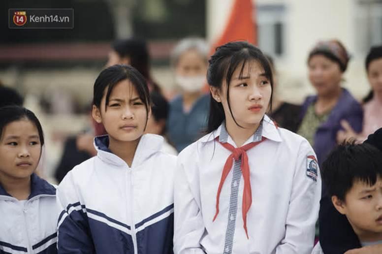 Nữ sinh cấp 2 chiếm spotlight trong ngày đón Hoa hậu Đỗ Thị Hà về quê, hạt giống nhan sắc tương lai quá!-4