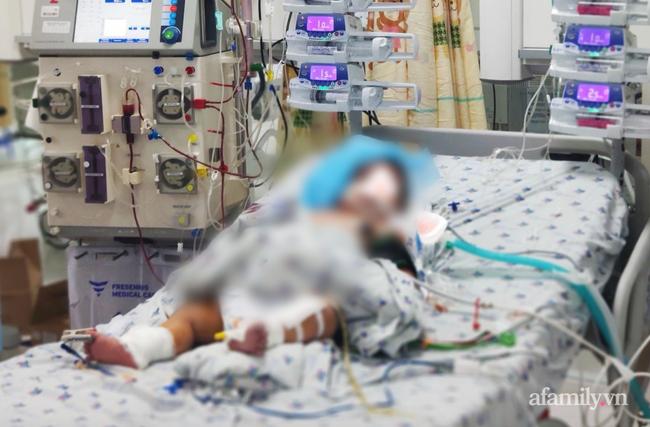 Bé trai 14 tháng tuổi mắc COVID-19 từng được bệnh nhân 1347 ôm hôn nựng má-1