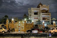 Khám xét nhà Thiện Soi - đại gia sở hữu 2 biệt thự dát vàng bị tố cho vay lãi 'cắt cổ'