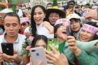 Nhiều người dân Thanh Hóa ra sân bay đón Hoa hậu Đỗ Thị Hà