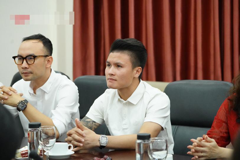 Quang Hải bất ngờ trở thành tân sinh viên của trường Đại học Kinh Tế Hà Nội, dân mạng cà khịa: Tầm này lái Mẹc đi học là hết ý!-3
