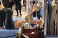Xôn xao hình ảnh 'thánh nói đạo lý' Huấn Hoa Hồng bị thương nặng ở đầu, phải nhập viện chụp chiếu nhưng tay vẫn không rời điện thoại