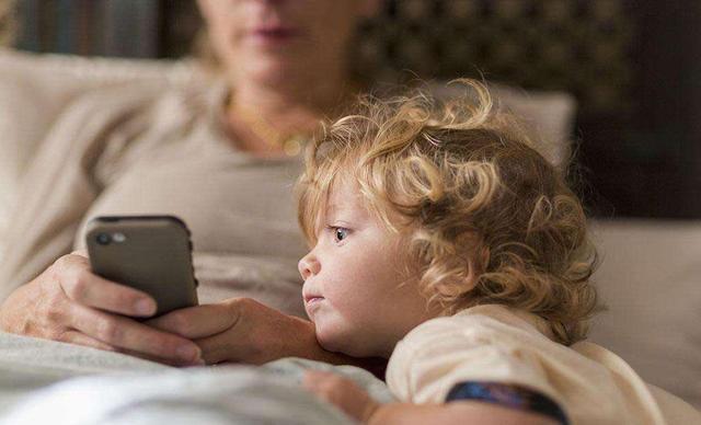 Cha mẹ thường phàn nàn con cái thiếu tập trung trong học tập nhưng lại không biết rằng nguyên nhân chính là ở mình-2