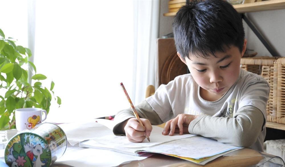 Cha mẹ thường phàn nàn con cái thiếu tập trung trong học tập nhưng lại không biết rằng nguyên nhân chính là ở mình-3
