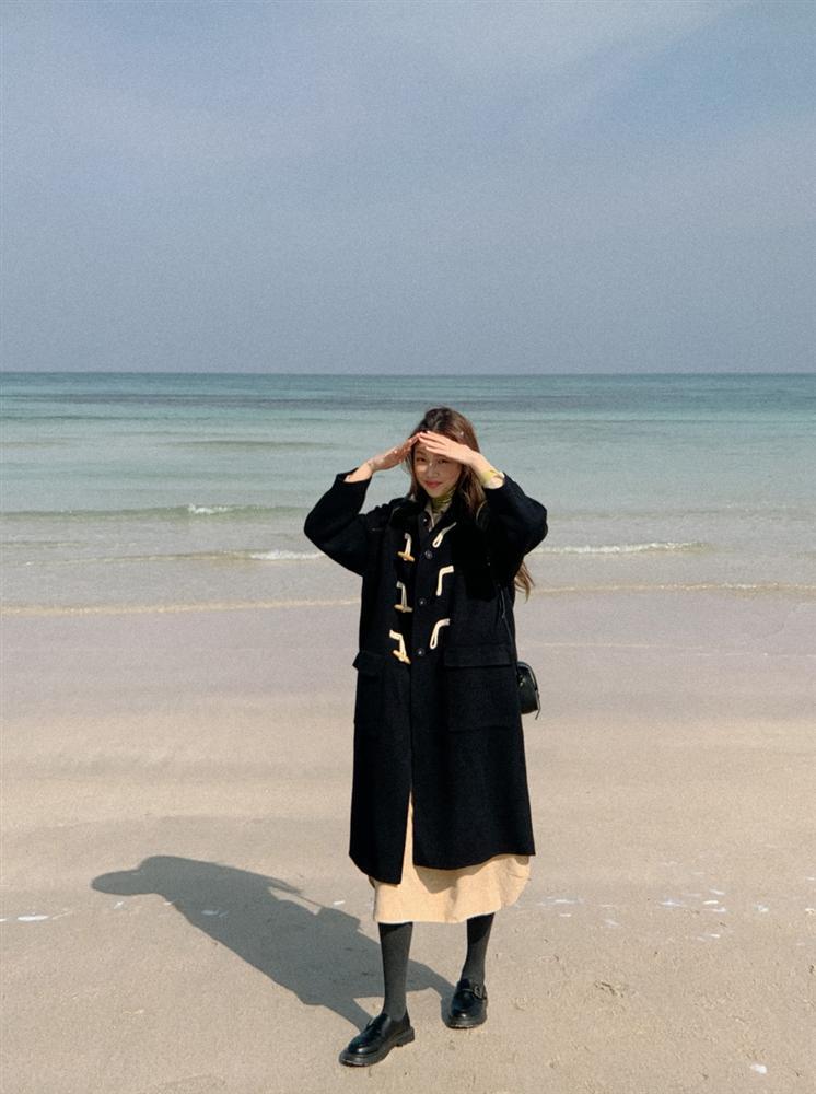 4 phiên bản trẻ trung nhất của áo khoác dạ, chị em nên sắm ngay vì một mùa Đông không già nua chán đời-14