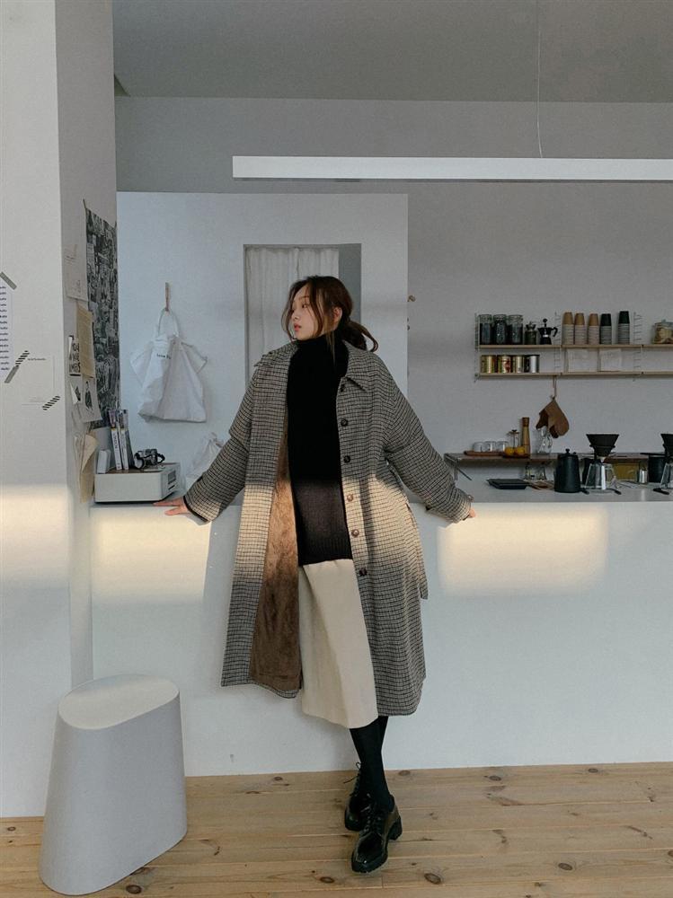 4 phiên bản trẻ trung nhất của áo khoác dạ, chị em nên sắm ngay vì một mùa Đông không già nua chán đời-8