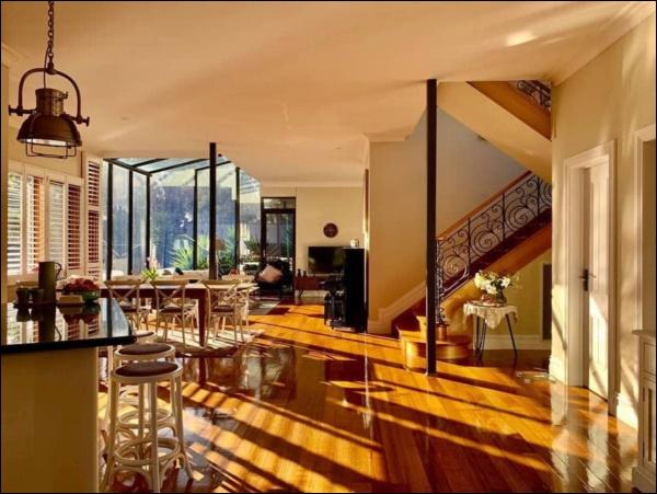 Ngôi nhà bình yên ngập tràn nắng gió, hương thơm và phòng khách full kính trong suốt vạn người mơ-4