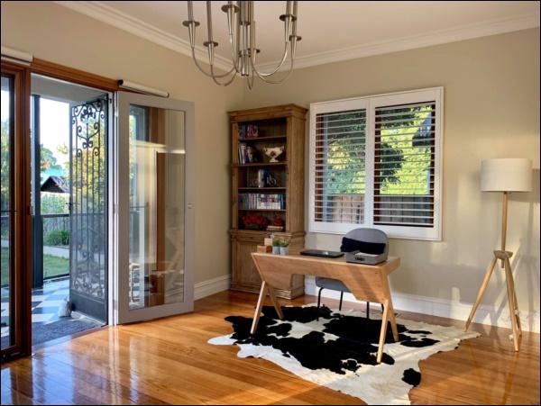 Ngôi nhà bình yên ngập tràn nắng gió, hương thơm và phòng khách full kính trong suốt vạn người mơ-2
