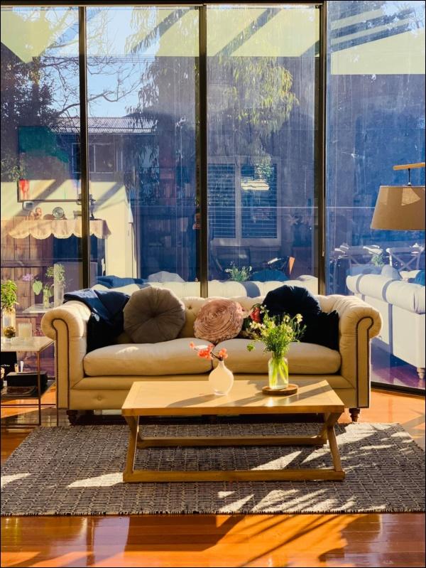 Ngôi nhà bình yên ngập tràn nắng gió, hương thơm và phòng khách full kính trong suốt vạn người mơ-7