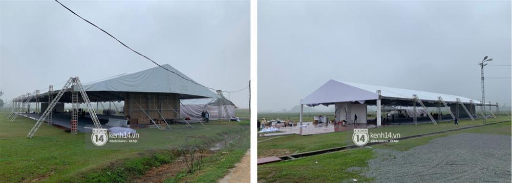 Hé lộ không gian cưới rộng 500m2 của Công Phượng tại Nghệ An: Chú rể đội mũ cối đi kiểm tra, rạp được trang trí lãng mạn giữa sân bóng-3