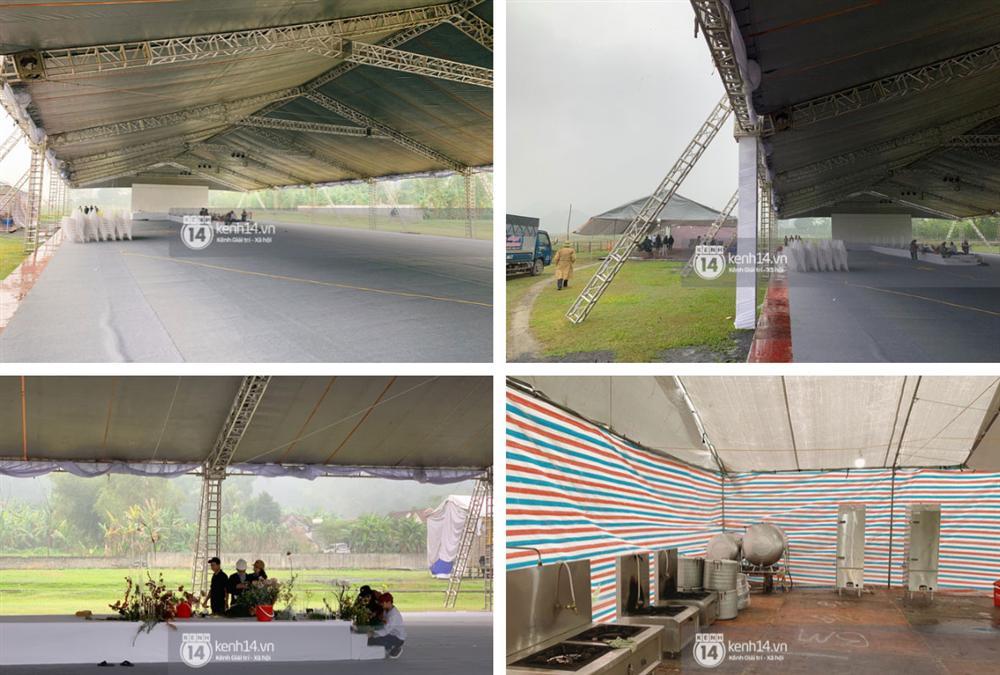 Hé lộ không gian cưới rộng 500m2 của Công Phượng tại Nghệ An: Chú rể đội mũ cối đi kiểm tra, rạp được trang trí lãng mạn giữa sân bóng-6