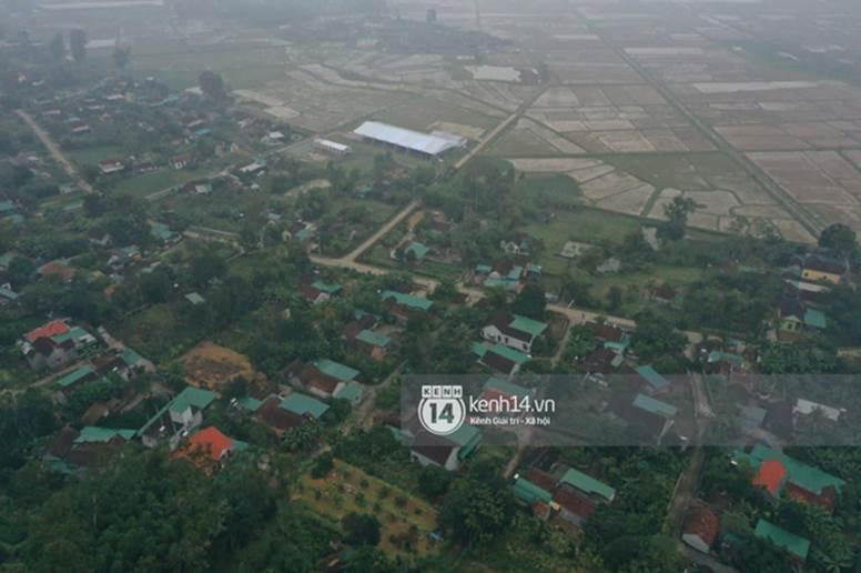 Hé lộ không gian cưới rộng 500m2 của Công Phượng tại Nghệ An: Chú rể đội mũ cối đi kiểm tra, rạp được trang trí lãng mạn giữa sân bóng-12