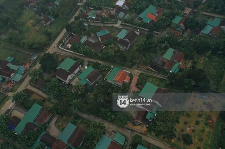 Hé lộ không gian cưới rộng 500m2 của Công Phượng tại Nghệ An: Chú rể đội mũ cối đi kiểm tra, rạp được trang trí lãng mạn giữa sân bóng-13