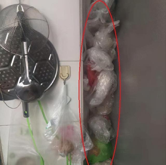 Đừng nhét một đống túi nilon vào bếp, dùng cách này vừa sạch sẽ, gọn gàng lại tiết kiệm được khoản tiền mỗi năm-2