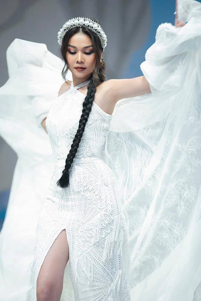 Siêu mẫu Thanh Hằng ở tuổi 37: Chưa lấy chồng, chăm khoe ảnh nóng bỏng-2