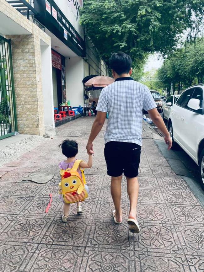 Nhã Phương tiết lộ hình ảnh hiếm hoi của con gái đầu lòng, nhìn cô bé lũn chũn bước đi vô cùng đáng yêu-1