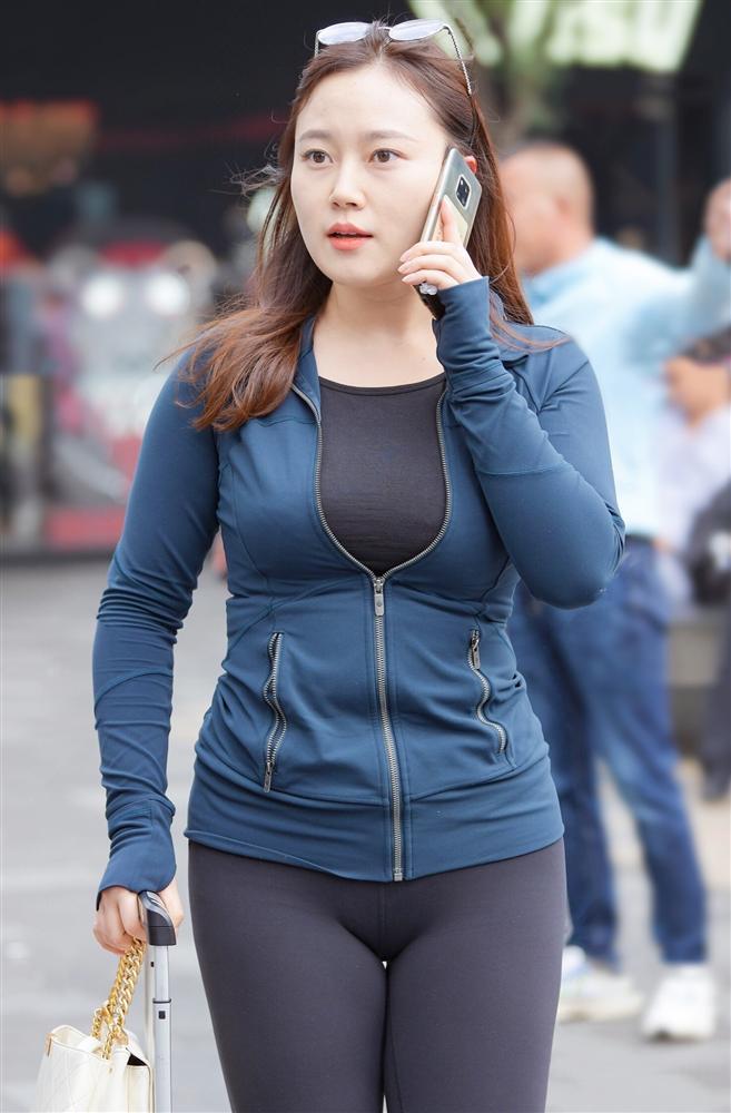 Đông sang là nhiều chị em diện legging phản cảm hết chỗ nói, và đây là cách mặc lịch sự duyên dáng cần ghim ngay-3