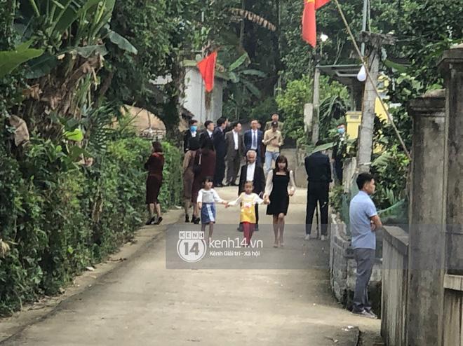 Trực tiếp đám cưới Công Phượng tại Nghệ An: Tân lang tân nương đan chặt tay nhau trên lễ đường, Dế Choắt - Văn Đức rạng rỡ chung khung hình-20