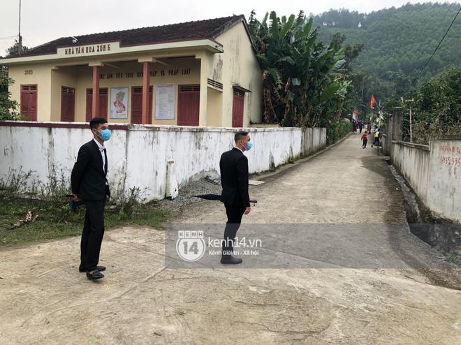 Trực tiếp đám cưới Công Phượng tại Nghệ An: Tân lang tân nương đan chặt tay nhau trên lễ đường, Dế Choắt - Văn Đức rạng rỡ chung khung hình-21