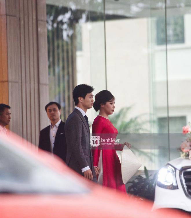 Trực tiếp đám cưới Công Phượng tại Nghệ An: Tân lang tân nương đan chặt tay nhau trên lễ đường, Dế Choắt - Văn Đức rạng rỡ chung khung hình-22