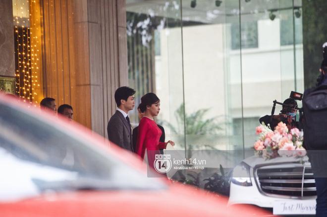 Trực tiếp đám cưới Công Phượng tại Nghệ An: Tân lang tân nương đan chặt tay nhau trên lễ đường, Dế Choắt - Văn Đức rạng rỡ chung khung hình-23