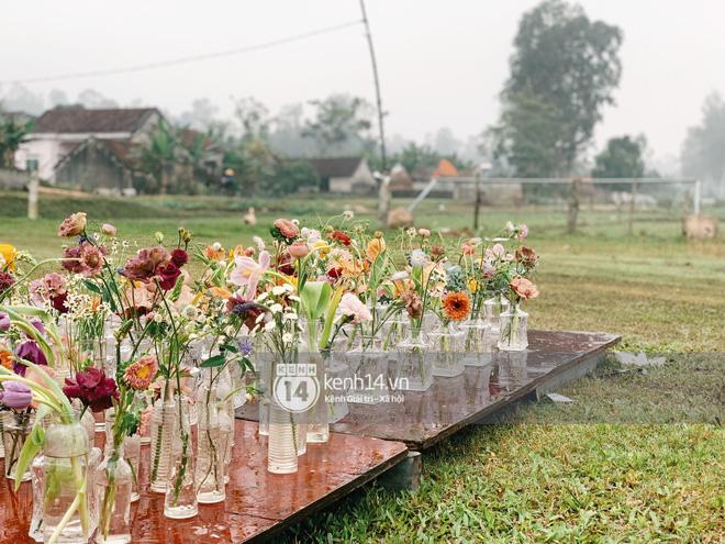 Trực tiếp đám cưới Công Phượng tại Nghệ An: Tân lang tân nương đan chặt tay nhau trên lễ đường, Dế Choắt - Văn Đức rạng rỡ chung khung hình-27