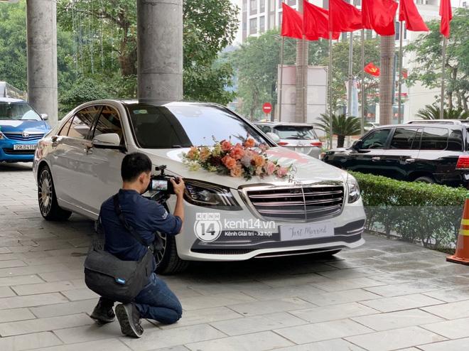Trực tiếp đám cưới Công Phượng tại Nghệ An: Tân lang tân nương đan chặt tay nhau trên lễ đường, Dế Choắt - Văn Đức rạng rỡ chung khung hình-29
