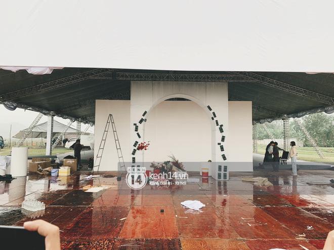 Trực tiếp đám cưới Công Phượng tại Nghệ An: Tân lang tân nương đan chặt tay nhau trên lễ đường, Dế Choắt - Văn Đức rạng rỡ chung khung hình-30