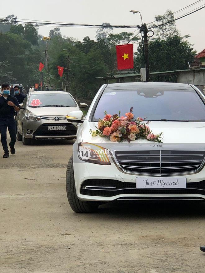 Trực tiếp đám cưới Công Phượng tại Nghệ An: Tân lang tân nương đan chặt tay nhau trên lễ đường, Dế Choắt - Văn Đức rạng rỡ chung khung hình-15