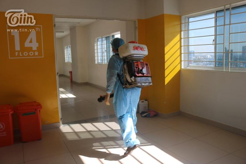 Phun khử khuẩn tại Đại học Hutech - nơi BN 1342 từng đến học trong thời gian cách ly-5