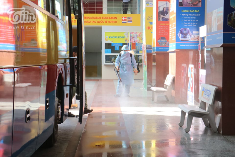 Phun khử khuẩn tại Đại học Hutech - nơi BN 1342 từng đến học trong thời gian cách ly-10