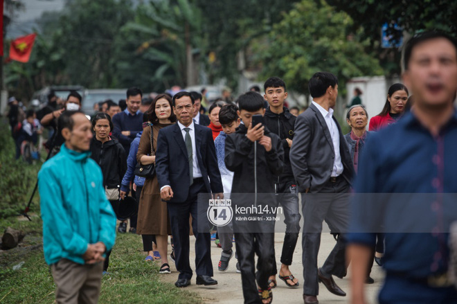 Trực tiếp đám cưới Công Phượng tại Nghệ An: Tân lang tân nương đan chặt tay nhau trên lễ đường, Dế Choắt - Văn Đức rạng rỡ chung khung hình-14