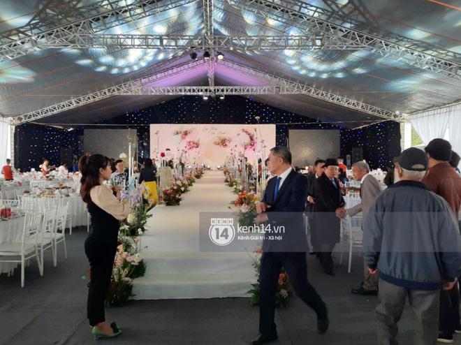Trực tiếp đám cưới Công Phượng tại Nghệ An: Tân lang tân nương đan chặt tay nhau trên lễ đường, Dế Choắt - Văn Đức rạng rỡ chung khung hình-7