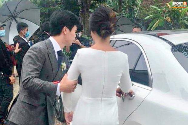 Công Phượng chăm sóc Viên Minh từng li trong lễ cưới ở Nghệ An-1