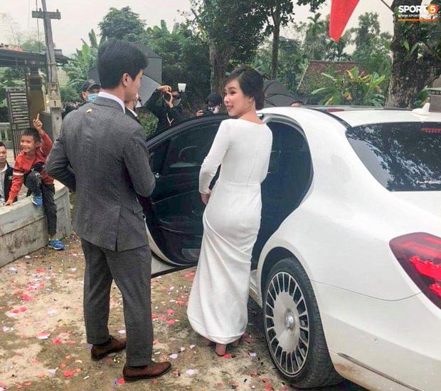 Công Phượng chăm sóc Viên Minh từng li trong lễ cưới ở Nghệ An-2