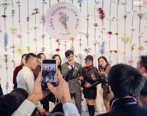 Công Phượng chăm sóc Viên Minh từng li trong lễ cưới ở Nghệ An-5