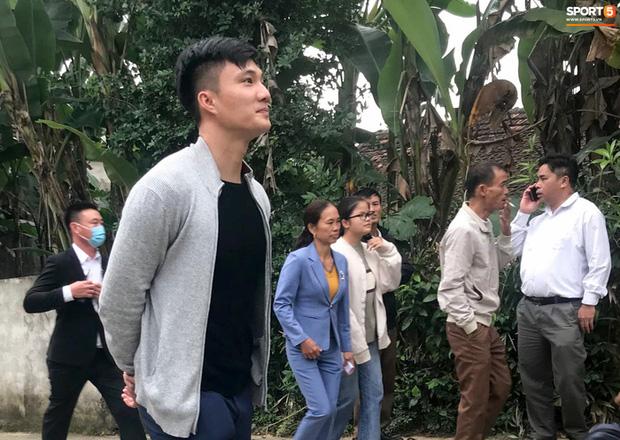 Công Phượng chăm sóc Viên Minh từng li trong lễ cưới ở Nghệ An-7